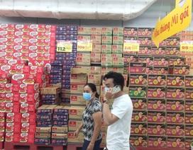 """TPHCM: Chợ và siêu thị vắng người, chợ tạm phải """"giải tán"""""""