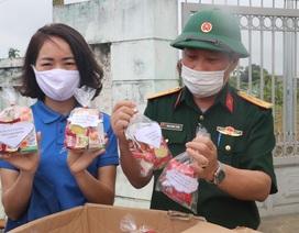 """Tuổi trẻ Nghệ An """"mổ lợn"""", tặng 500 quả trứng cho khu cách ly tập trung"""