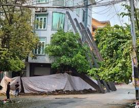 Nhà 5 tầng bất ngờ đổ nghiêng, hàng xóm tá hỏa sơ tán