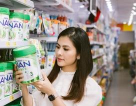 """Diễn viên Vân Trang bật mí cách chọn sữa bột organic """"chuẩn quốc tế"""" cho con"""
