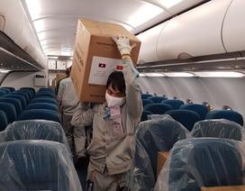 Vận chuyển lô hàng 100.000 khẩu trang viện trợ cho Lào, Campuchia