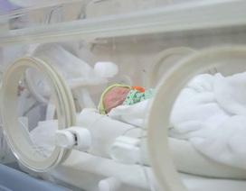 Thai phụ từng đến BV Bạch Mai chuyển dạ khi đang cách ly, sinh 3 bé trai