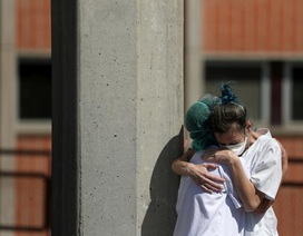 Tây Ban Nha có thêm 800 người chết, số ca mắc lần đầu vượt Italia