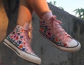 """Nữ sinh lớp 7 """"lột xác"""" giày cũ thành... tuyệt phẩm độc đáo"""