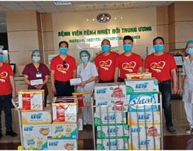"""Hà Nội: Hơn 2.000 thùng nước khoáng tiếp sức tại các """"điểm nóng"""" chống dịch"""