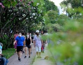 Người Sài Gòn vẫn kéo nhau ra bờ kênh tập thể dục trong mùa dịch