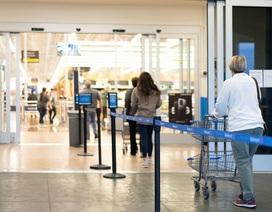 Chuyện chỉ có thời Covid-19: Siêu thị giới hạn lượng khách mua hàng