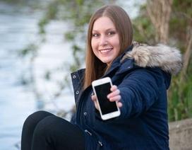 """iPhone 8 """"sống khỏe"""" sau 2 tháng thất lạc dưới đáy sông"""