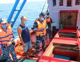 Cảnh sát biển 4 tạm giữ tàu chở 50.000 lít dầu không rõ nguồn gốc