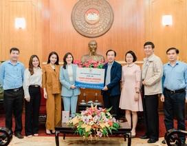 Công ty mỹ phẩm Thuý Ngaủng hộ 100 triệu đồng hỗ trợ các bác sĩ chống dịch COVID-19