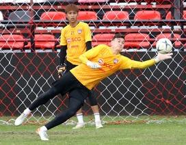 Văn Lâm tập luyện trở lại ở Muangthong United sau chấn thương