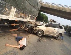 """Hà Nội: Xe biển đỏ """"nát đầu"""" sau cú rúc đuôi xe tải trên đại lộ Thăng Long"""