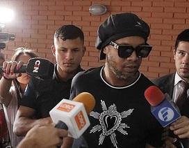 Ronaldinho hạnh phúc sau khi thoát khỏi trại giam