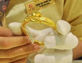 Giá vàng bật tăng 600.000 đồng/lượng, rẻ hơn vàng thế giới