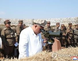Nhà lãnh đạo Triều Tiên Kim Jong-un thị sát tập trận