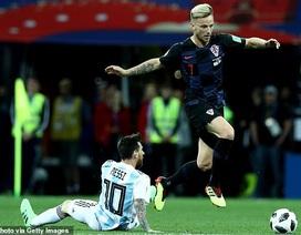 """Đăng ảnh """"vượt mặt"""" Messi, Rakitic hết đường ở lại Barcelona"""