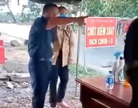 Tạm đình chỉ công tác Phó Chủ tịch HĐND huyện chống đối đo thân nhiệt