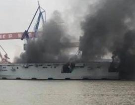 Tàu tấn công đổ bộ của Trung Quốc bốc cháy