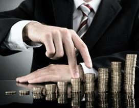 Vì sao người giàu mua vé hạng nhất, thuê ngoài cả việc mình có thể làm?