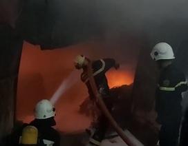 Hỏa hoạn thiêu rụi khu nhà xưởng ngay trong bãi giữ xe ô tô