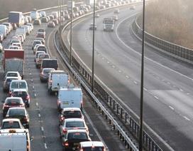 Bất chấp lệnh phong toả, lượng xe lưu thông tại Anh tăng trở lại