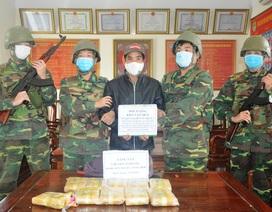 Vây bắt đối tượng cắt rừng vận chuyển 60.000 viên ma túy vào Việt Nam