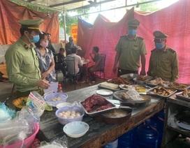"""Bán cơm """"bụi"""" cho 12 khách ăn ngay tại quán, chủ cửa hàng bị xử phạt"""