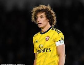 Ngôi sao Arsenal thi triển kỹ năng bấm bóng vào lưới điệu nghệ