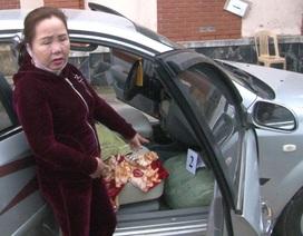 1 phụ nữ chở 74 kg thuốc nổ trên xe ô tô
