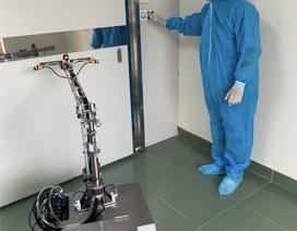 Robot chính thức thay nhân viên y tế khử trùng phòng bệnh Covid-19