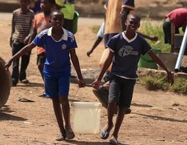 Covid-19: Ở Zimbabwe, người ta có nguy cơ tử vong chỉ vì đi lấy nước