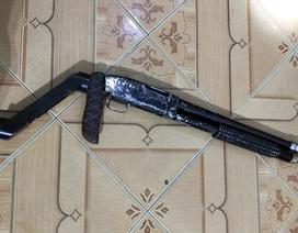 Lộ khẩu súng tự chế, gã đàn ông bị bắt vì tàng trữ hơn 1.000 viên ma túy