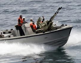 """Iran tung video """"chạm trán"""" tàu chiến Mỹ tại vịnh Ba Tư"""