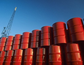 Giá dầu thế giới xuống âm, giá xăng dầu trong nước có lao dốc theo?