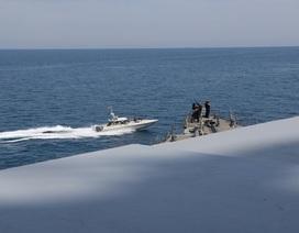 Ông Trump lệnh Hải quân Mỹ bắn hạ mọi tàu Iran quấy rối
