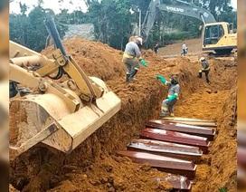 Cận cảnh mồ chôn tập thể nạn nhân Covid-19 ở Brazil