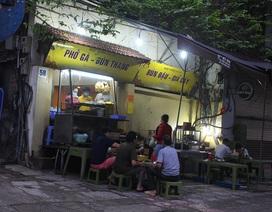 Lác đác quán hàng mở cửa trong ngày đầu Hà Nội dừng cách ly xã hội
