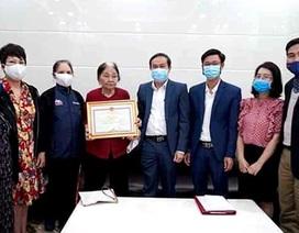 Trao Bằng khen cho cụ bà 101 tuổi ủng hộ 2 tấn gạo chống dịch
