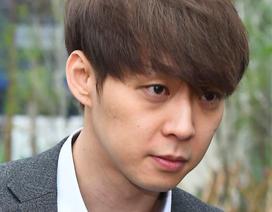 """""""Hoàng tử gác mái"""" Park Yoochun lại bị kiện"""