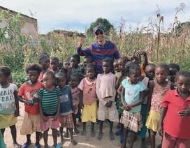 Youtuber xứ Nghệ ở lại châu Phi làm tình nguyện mùa dịch Covid-19