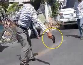 """Đề xuất xử phạt người đàn ông rút súng """"vung vẩy"""" sau va chạm giao thông"""