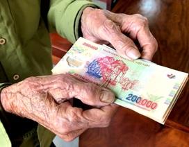 Những người dân đầu tiên nhận tiền hỗ trợ khó khăn vì Covid-19