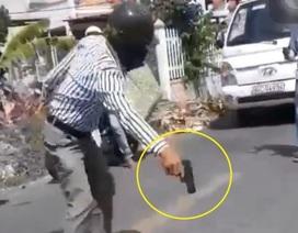 Vụ rút súng sau va chạm giao thông: Súng giả bằng nhựa