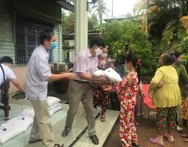 Những món quà nghĩa tình Kiên Giang gửi tới người Campuchia gốc Việt