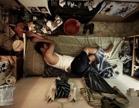 """Người nghèo Hong Kong khốn khổ trong nhà """"quan tài"""" giữa dịch Covid-19"""