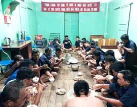 Cứu sống 30 ngư dân Quảng Nam trên tàu câu mực bị nạn