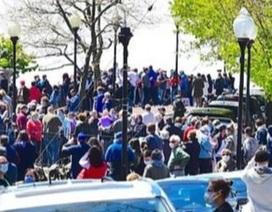 Hàng nghìn người Mỹ xuống đường xem tiêm kích bất chấp dịch bệnh