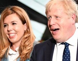 Hôn thê của Thủ tướng Anh sinh con trai