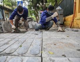 Hàng loạt hè phố ở quận Hoàn Kiếm được lát đá tự nhiên