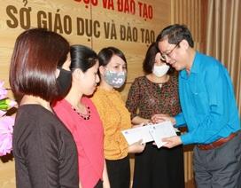 Công đoàn Giáo dục Việt Nam trao quà hỗ trợ đến các giáo viên Nghệ An